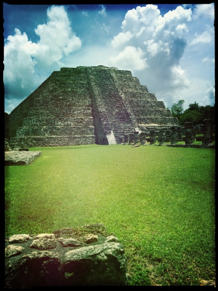 Here is the main pyramid of the site. It´s one of the few large pyramids one is still allowed to climb on the peninsula.